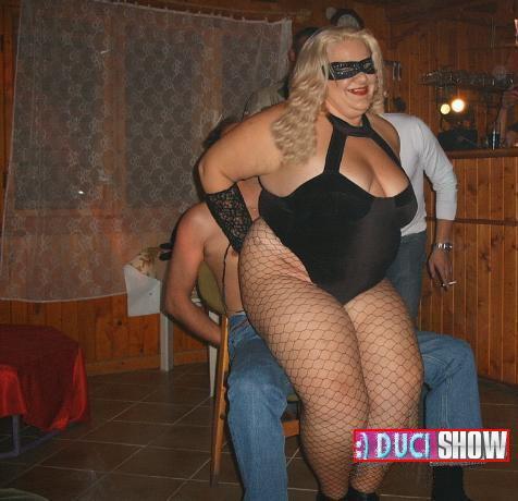 Dundi Show Laura